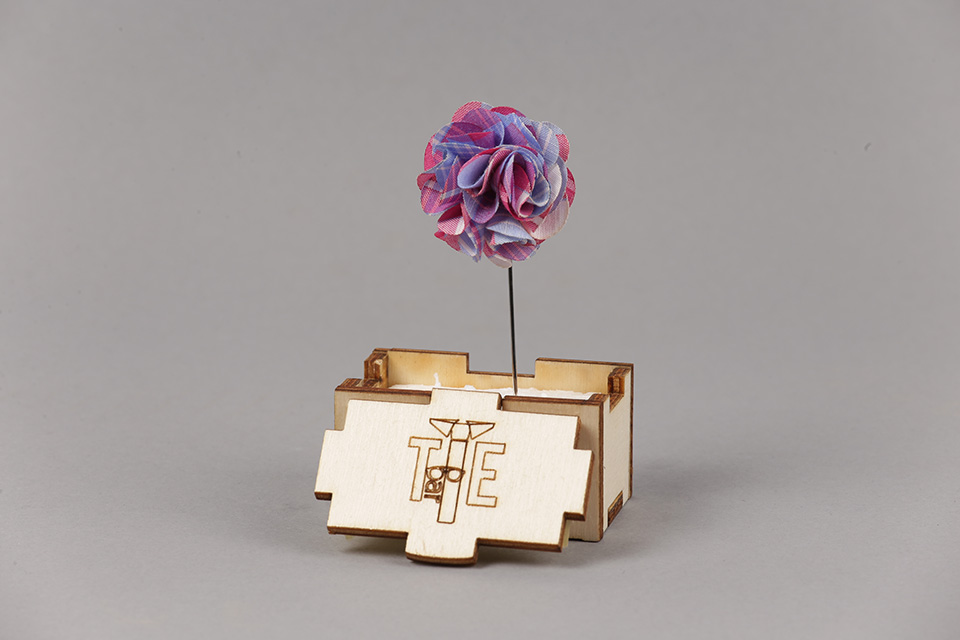 Pin Sacou Lung Office Flower IV